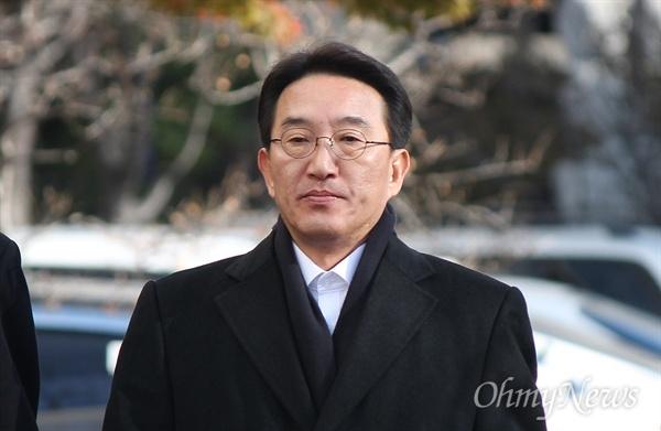 현기환 전 청와대 정무수석이 29일 오전 부산지검에 엘시티 비리 사건과 관련해 피의자 신분으로 소환됐다.