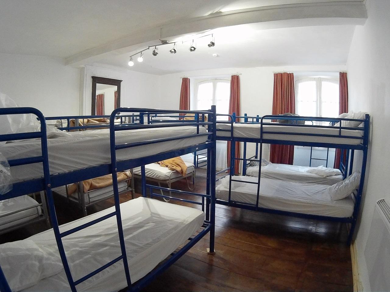 순례자 숙소 (알베르게) 내부  1인실이나 2인실을 사용할 수도 있지만, 대부분은 이렇게 여러명이 함께 묵게 된다