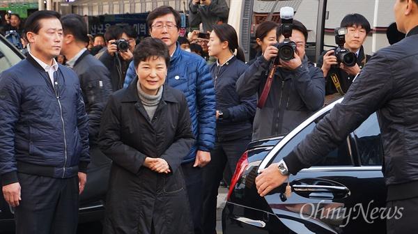 박근혜 대통령이 1일 오후 1시 30분쯤 화재가 난 서문시장을 방문했다.