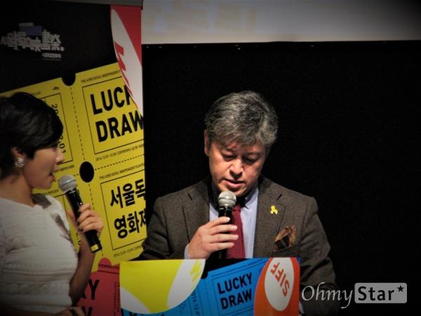 서울독립영화제 사회를 맡은 방송인 류시현(왼쪽)과 배우 권해효.