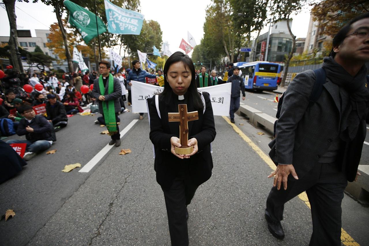 올바른 민주주의로 부활하는 아, 우리들의 십자가!