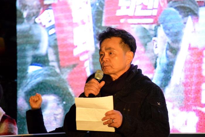 발언 박근혜정권 퇴진 부산운동본부 공동대표 이청산