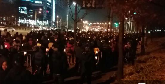 대전 촛불시민 최대 인파가 운집해 '박근혜 구속'을 외치며 시가행진을 했다.