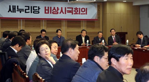 새누리당 김무성 전 대표, 유승민 의원 등이 4일 오후 국회 의원회관에서 열린 비상시국회의 전체회의를 열고 있다.