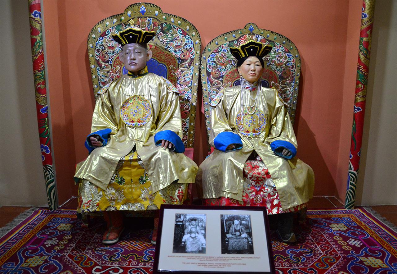 몽골의 마지막 칸. 몽골의 마지막 왕인 복드 칸이 밀랍인형으로 생생하게 재현되어 있다.