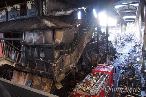 지난달 30일 화재로 인해 완전히 불에 타버린 서문시장 4지구 건물.