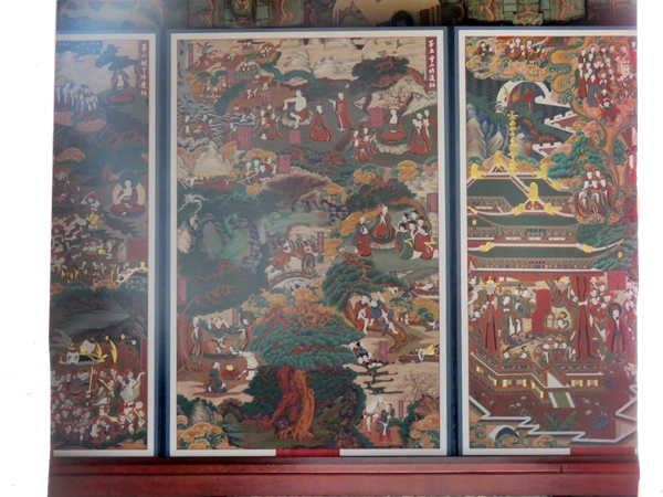 영산전 내부 영사전 내부에도 보물로 지정된 52점의 벽화가 있지만 내부촬영 금지로 인해 밖에서 어간문 안으로 보이는 곳만 촬영할 수 있었다