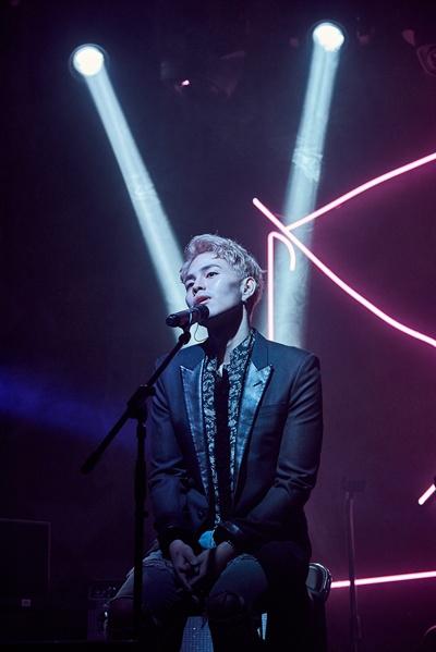 박원 싱어송라이터 박원이 지난달 17일 0시 정규 2집 '1/24' 발표했다. 앨범에는 주제곡 '노력' 외에 총 8곡이 수록됐다.