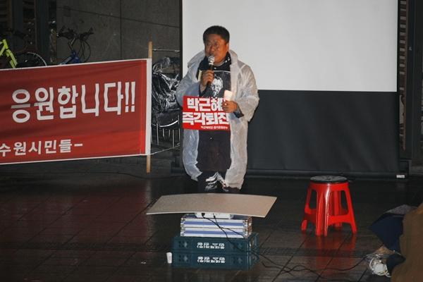 김영호 의장 전농회 김영호 의장이 이번에는 반드시 청와대까지 간다고 집회참가자들에게 말하고 있다