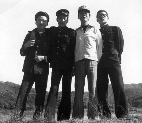 중동고 시절 소풍지에서 제자들과(1975. 10.)