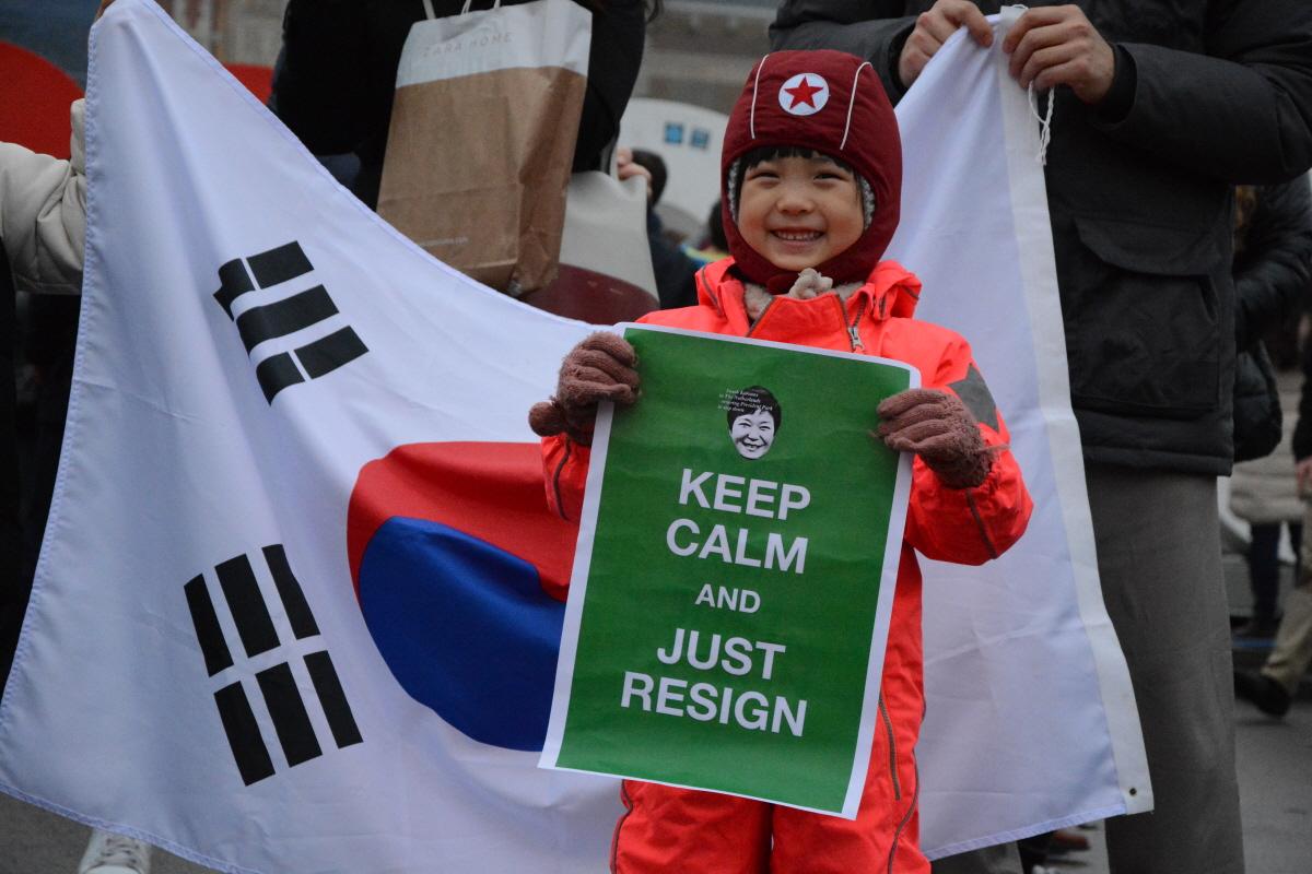 """▲네덜란드 암스테르담에서 진행된 """"박근혜 퇴진을 위한 재 네덜란드 시국집회"""" 어린이 참가자 모습"""