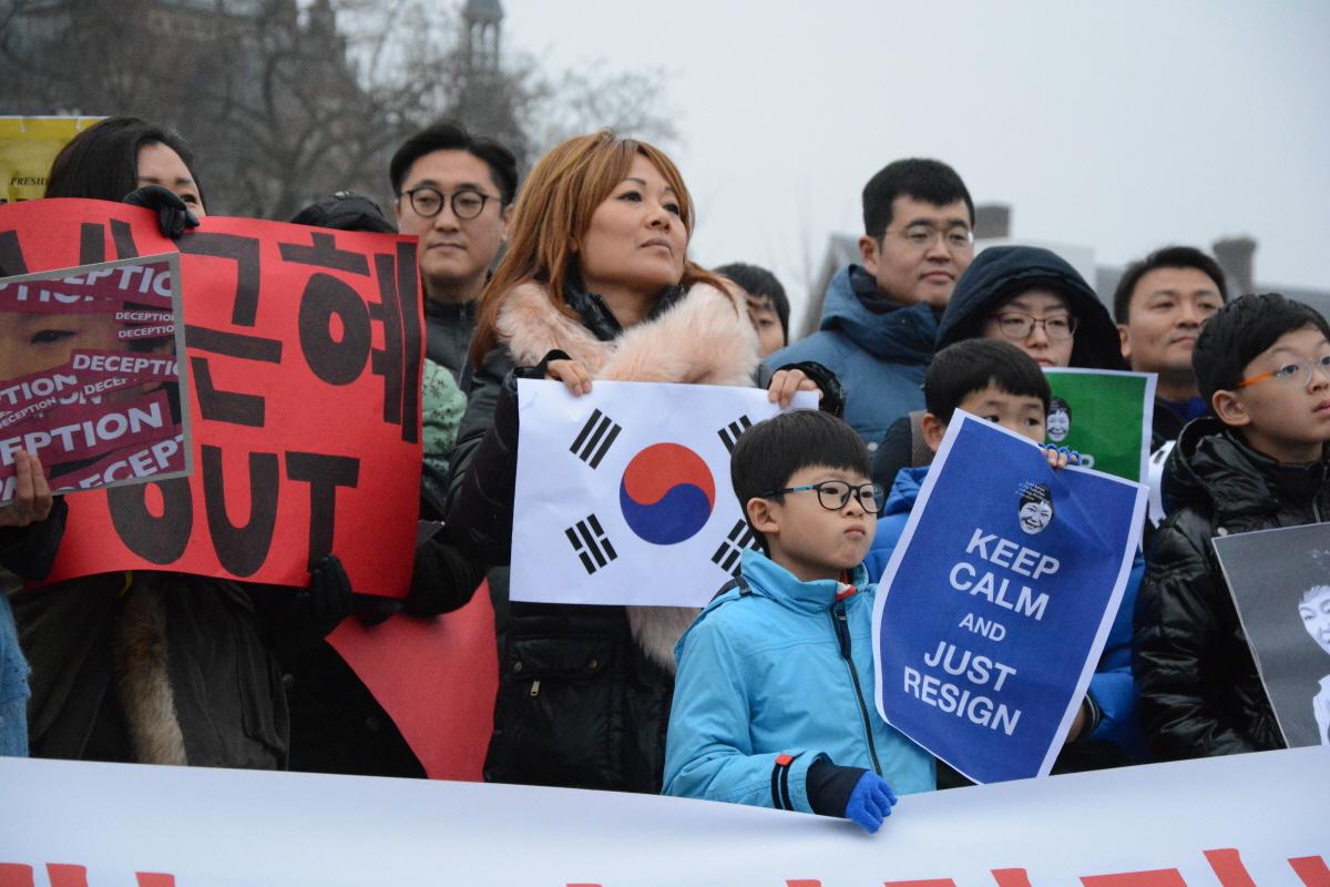 """네덜란드 암스테르담에서 진행된 """"박근혜 퇴진을 위한 재 네덜란드 시국집회"""" 모습"""