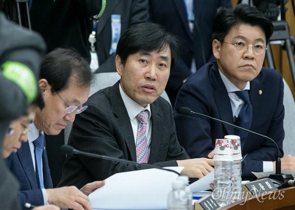 청문회 질의하는 하태경 하태경 새누리당 의원이 14일 오후 국회에서 열린 '박근혜 정부의 최순실 등 민간인에 의한 국정농단 의혹사건 진실규명을 위한 국정조사특위' 제3차 청문회에 참석해 질의하고 있다.