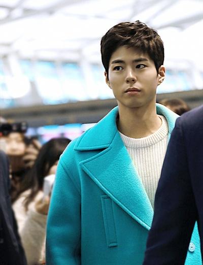 19일 오전 인천국제공항 출국장으로 들어서고 있는 박보검.