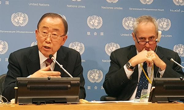 """기자회견 하는 반기문 유엔 사무총장 반기문 유엔 사무총장이 20일(현지시간) 미국 뉴욕 유엔본부에서 한국 특파원들과 기자회견 하고 있다.  반 총장은 대권 도전 여부를 묻는 질문에 명쾌하게 답변하지는 않았지만 """"대한민국 발전에 도움이 된다면 제 한 몸 불살라서라도 노력할 용의가 있다""""는 등의 말을 되풀이해 사실상 대권 출사표를 던진 것으로 받아들여지고 있다."""