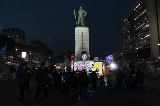 지난 20일 서울 광화문 광장에서 '박근혜 퇴진 이후 광장정치의 문화적 의미와 예술운동의 방향'이란 주제로 촛불광장토론 다섯 번째 시간이 마련됐다.