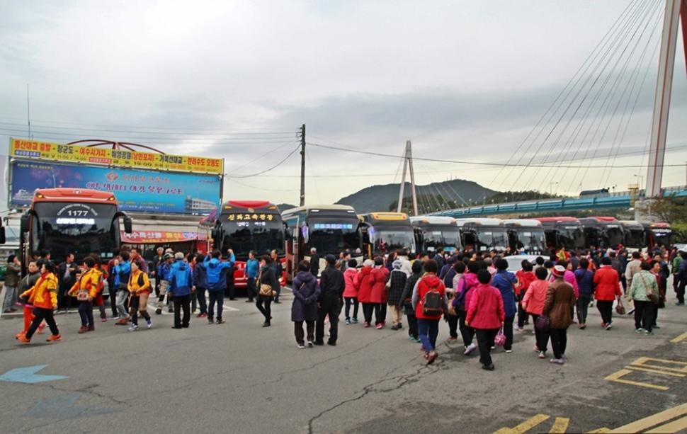 수많은 관광객들이 찾은 이곳은 여수 돌산도 이사부크루즈 유람선 선착장이다.