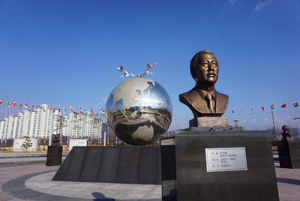 ▲ 음성군 반기문 광장에 설치된 반기문 사무총장 흉상