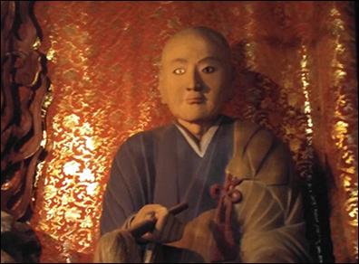 혜관스님의 목상 수택사 본당에 모셔져있는 고구려 혜관스님의 목상(木像)으로 기자에게 처음 공개