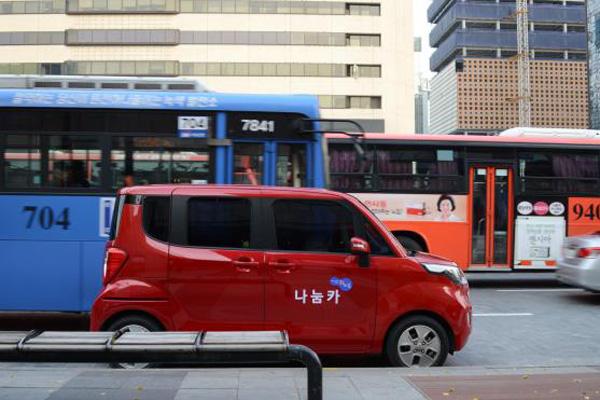 서울시 카셰어링 서비스 '나눔카'가 도로를 주행하고 있다.