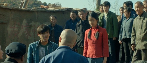마을에서 홍샤를 쫓아내려는 사람들에 맞선 한충 장애를 지닌 소수자를 배척하려는 전체주의에 대한 상징으로 볼 수 있다.
