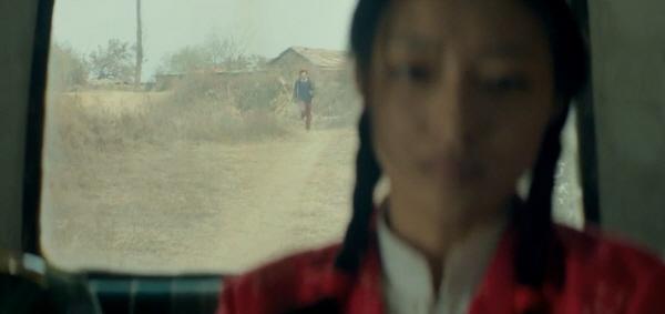 경찰에 붙잡혀 가는 홍샤와 그 뒤를 쫓아가는 한충 상처투성이인 인생을 우리는 저렇게 순수하게 감싸 사랑할 수 있을까 라는 물음을 던진다.
