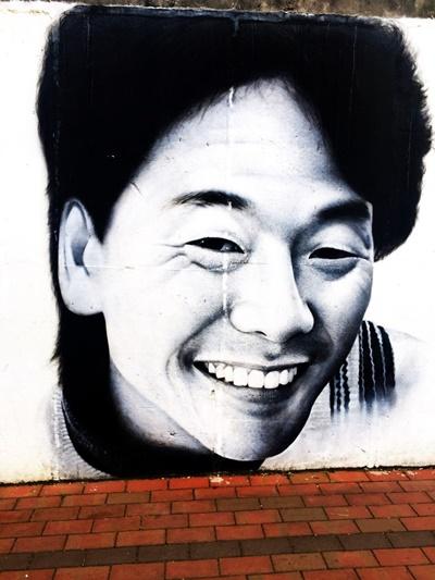 김광석 거리에서-2 그가 웃는 모습을 그린 벽화