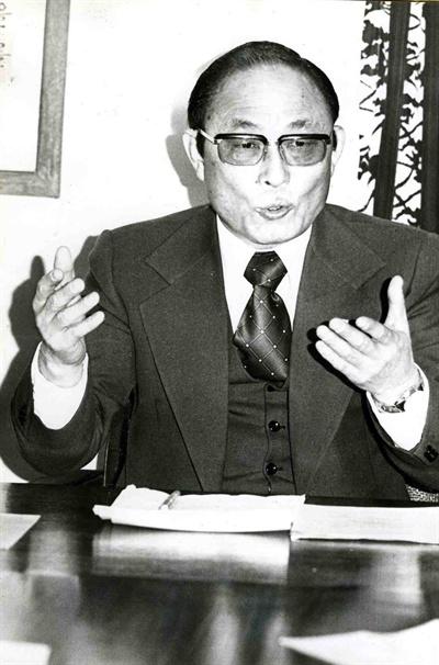 1977년 1월 19일 열린 새마을 국민운동본부 발족 기자회견에 나선 최태민 총재.