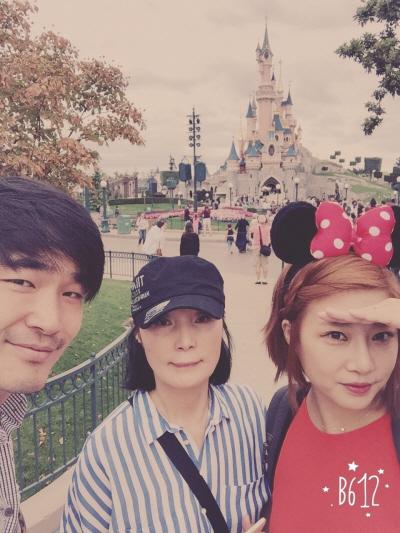 어머니를 모시고 갔던 프랑스 파리 디즈니랜드.