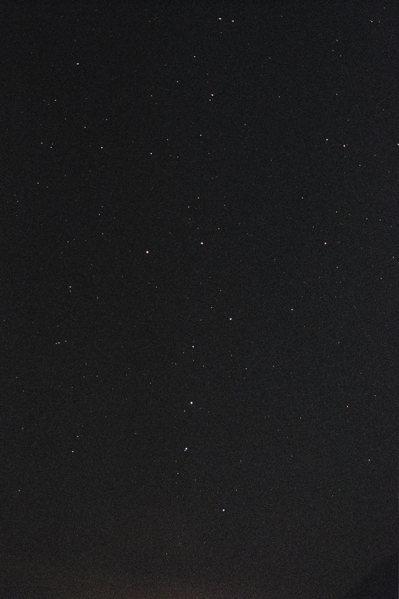 정선의 밤하늘(북두칠성) 자정에 깨어 찍은 정선의 밤하늘이다. 필름의 감도는 1600. 조리개는 f2. 노출 시간은 15초를 주었다.(Netura1600)
