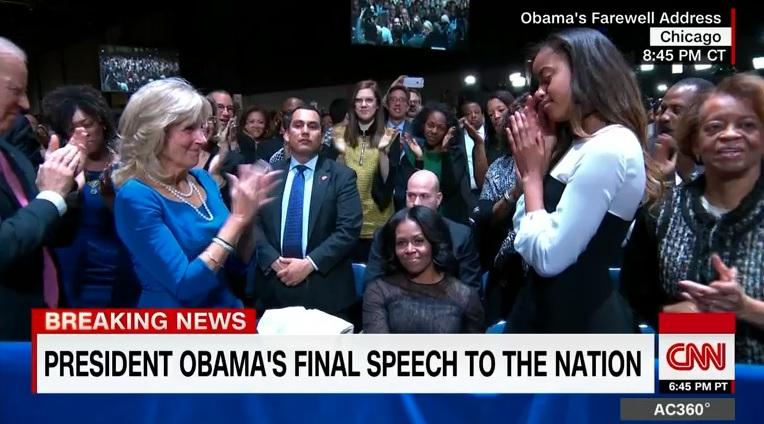 버락 오바마 대통령의 고별 연설에서 미셸 오바마 여사가 박수를 받는 장면을 중계하는 CNN 뉴스 갈무리.
