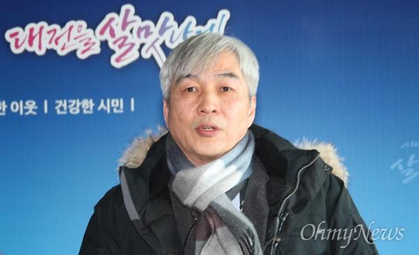 이충성 한국원자력연구원 하나로원자로 운영부장이 제기된 의혹에 대해 설명하고 있다.