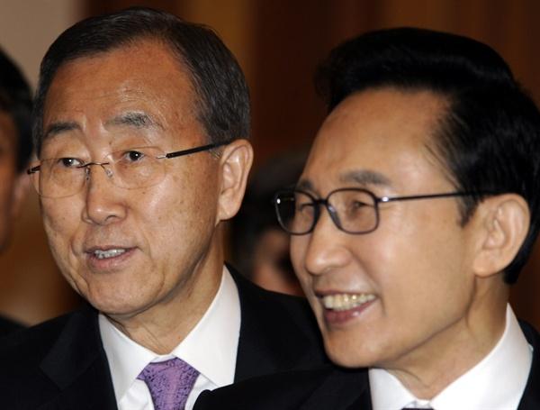 사진은 지난 2012년에 열린 서울 핵안보정상회의 당시 반기문 유엔 사무총장과 이명박 대통령.