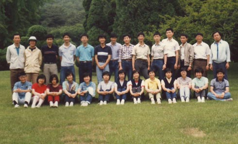 이대부고 학생회간부 수련회(1985. 6. 현충사, 뒷열 왼쪽 두번째가 기자.)
