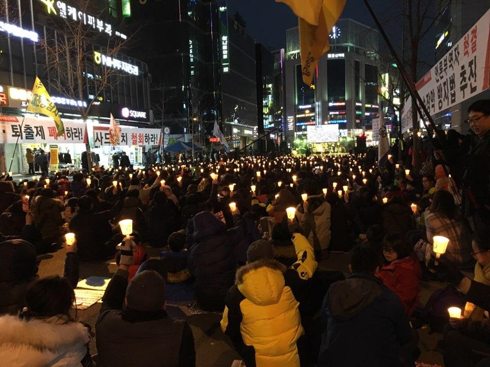 박근혜 대통령 하야와 세월호 진상규명을 촉구하는 대전지역 촛불집회