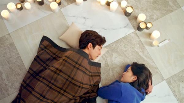 <도깨비>에서 김신과 지은탁은 '촛불'로 엮어있다.