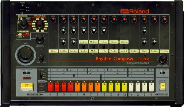 롤랜드 TR-808 드럼머신.  현재 이베이에선 A급 제품 기준으로 3000~4000달러 선에서 중고 거래가 이뤄지고 있다.