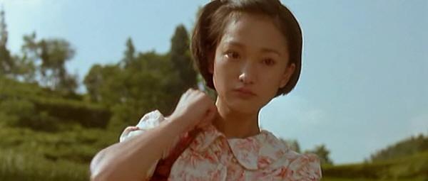 새로운 세계에 눈 뜬 소녀 재봉사 소녀 재봉사는 머리를 짧게 자르고 자기만의 세계를 찾아 떠난다.