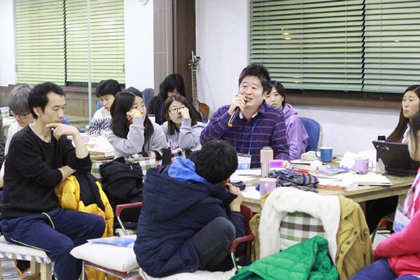 최윤철 씨는 4차 산업혁명의 급류에 휩쓸리지 않으려면 공학과 인문학의 균형 있는 공부가 절실함을 강조했다.