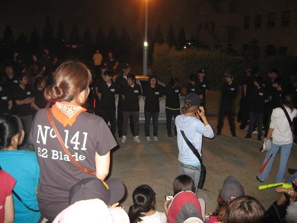 301억 원 손배청구의 배경이된 점거파업은 2010년 6월 30일 새벽 1시, 사측이 여성조합원 기숙사로 용역을 강제 침투시킨 것이 발단이 되었다. 사진은 당시 현장 상황(출처 손잡고)
