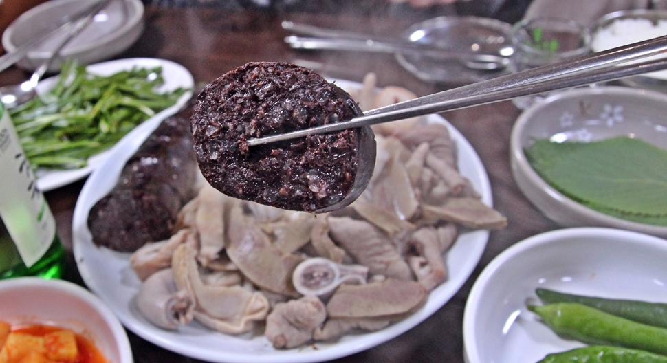 전주 남문시장의 특별한 먹거리 피순대다.