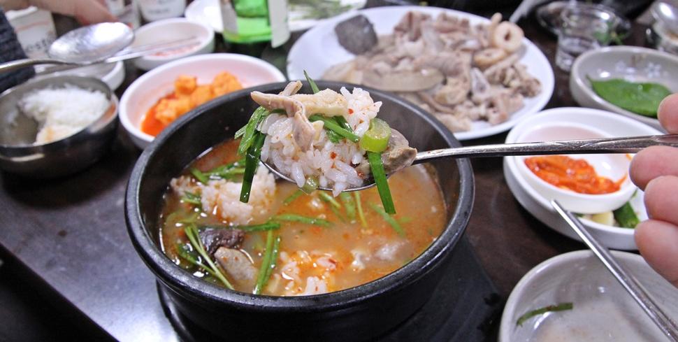 착한 가격의 순대국밥 정말 맛있다.