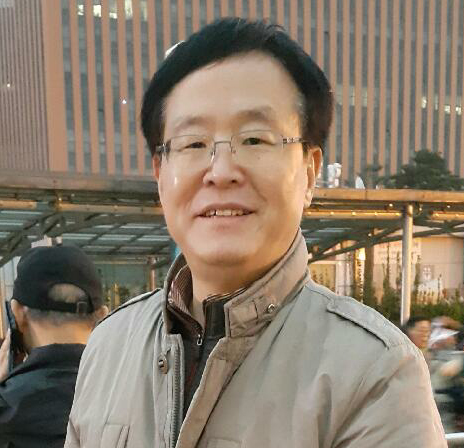 이재명씨 셋째형인 공인회계사 이재선씨는 지난해부터 박사모 성남지부장으로 활동해 관심을 모았다.