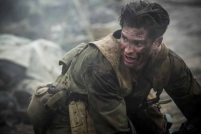 잔혹한 전쟁터에서, 그는 단 한 명의 동료라도 더 구하기 위해 분투한다.