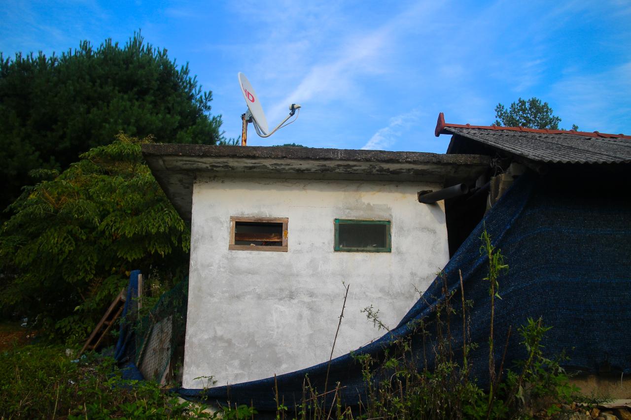 제곡리 마을의 하얀 집