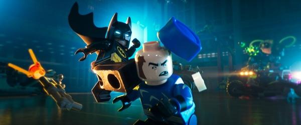 <레고 배트맨 무비>의 한 장면. 액션 영웅이라는 배트맨의 본질에 충실한 박진감 넘치는 장면들로 가득하다.