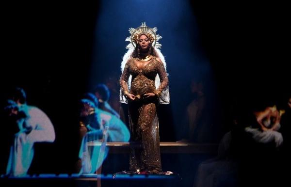 만삭의 몸을 이끌고도 무대에 오른 비욘세는 그게 무슨 상관이 있냐는 듯 언제나처럼 최고의 무대를 선보였다.