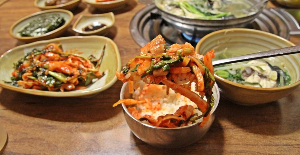 복껍질무침에 뜨신 밥을 쓱쓱 비벼먹으면 정말 맛있다.