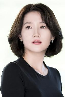 '21세기 대한민국' 부분의 며느리(이영애 분).