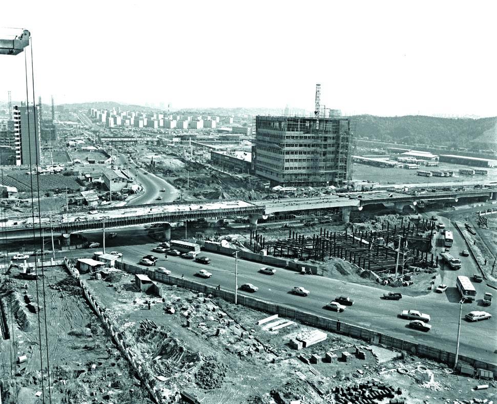 강남종합버스터미널 일대 공사 전경(1978년) <서울시정사진총서>